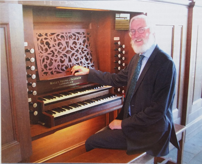 Ronald achter het Maley, Young and Oldknow-orgel in de Morgensterkerk